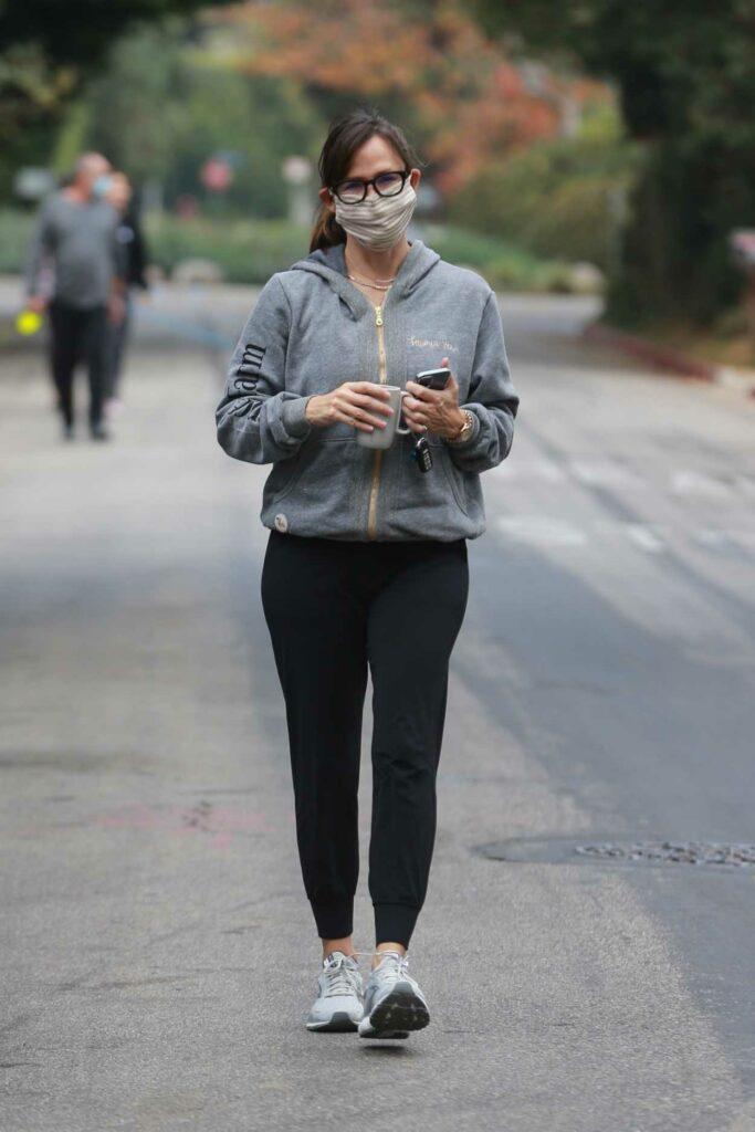 Jennifer Garner in a Grey Hoodie