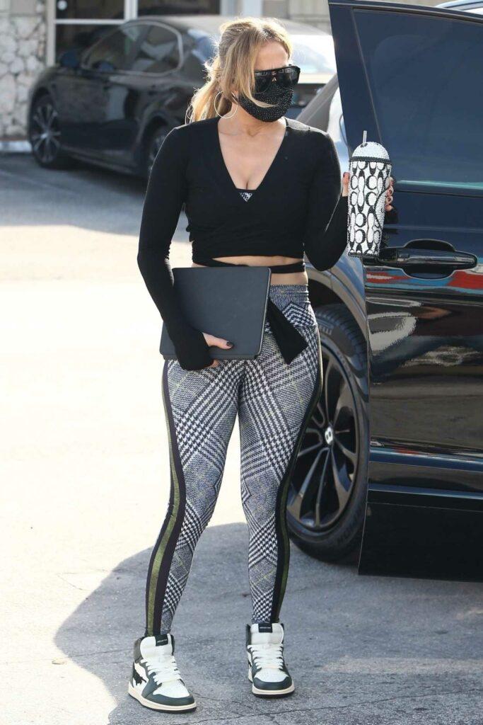 Jennifer Lopez in a Grey Leggings
