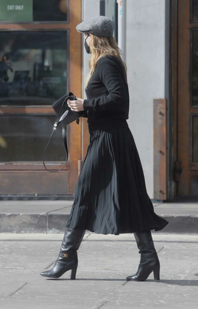 Ellen Pompeo in a Grey Cap