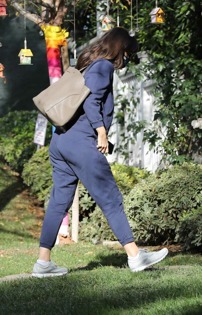 Jennifer Garner in a Blue Sweatsuit