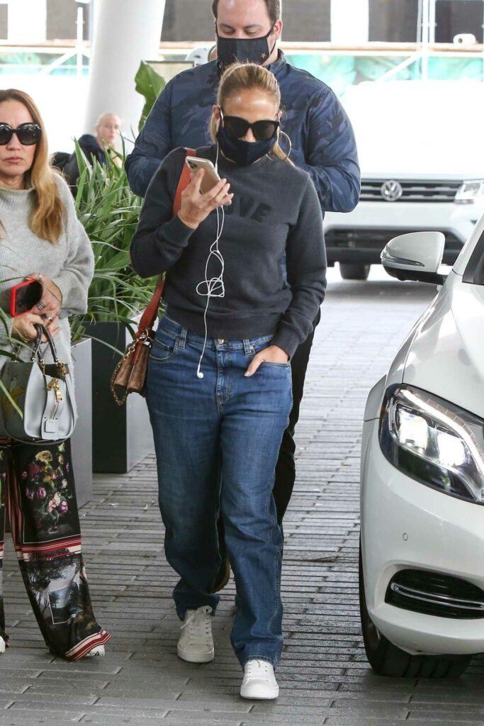 Jennifer Lopez in a Grey Sweatshirt