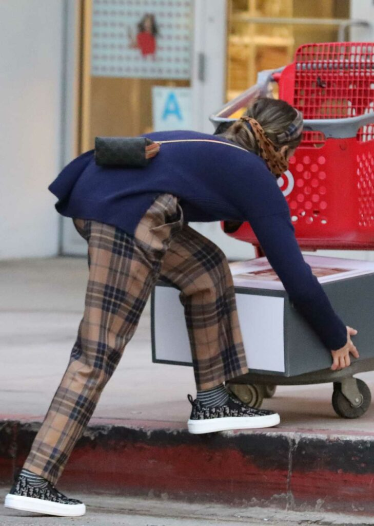 Jessica Alba in a Tan Plaid Pants