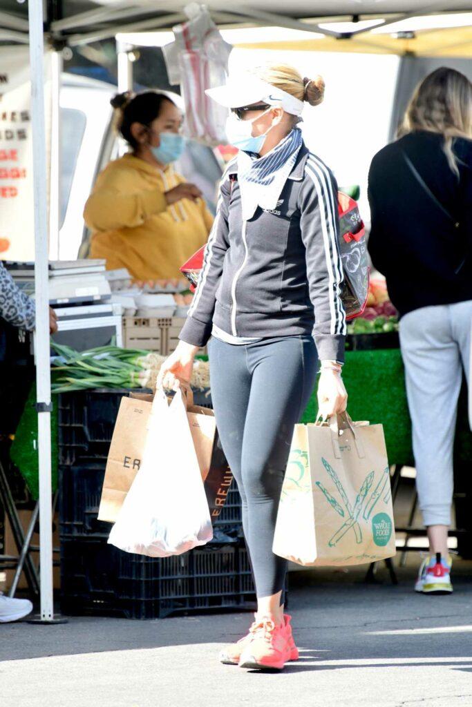 Sarah Michelle Gellar in a Pink Sneakers
