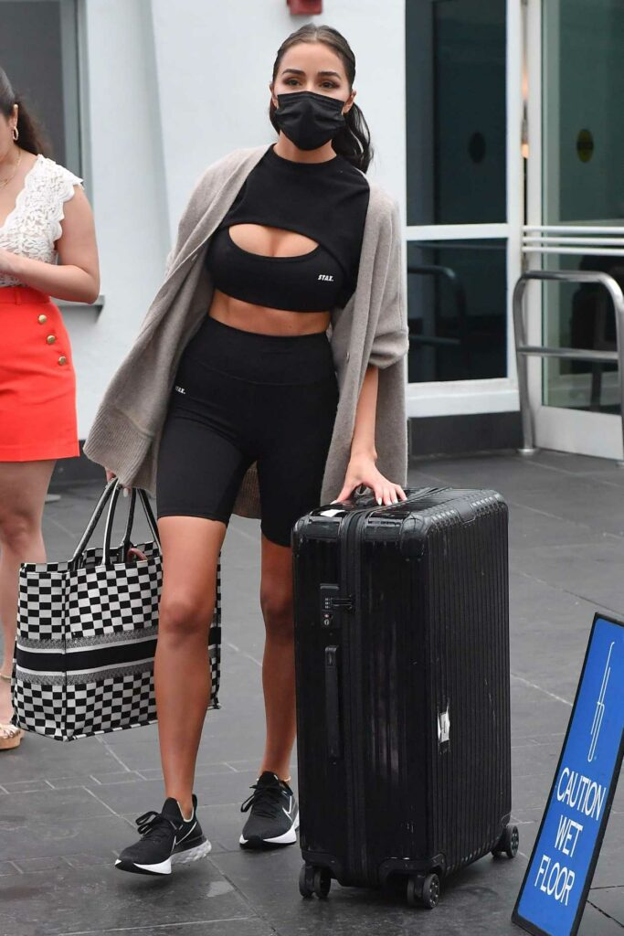 Olivia Culpo in a Black Workout Clothes