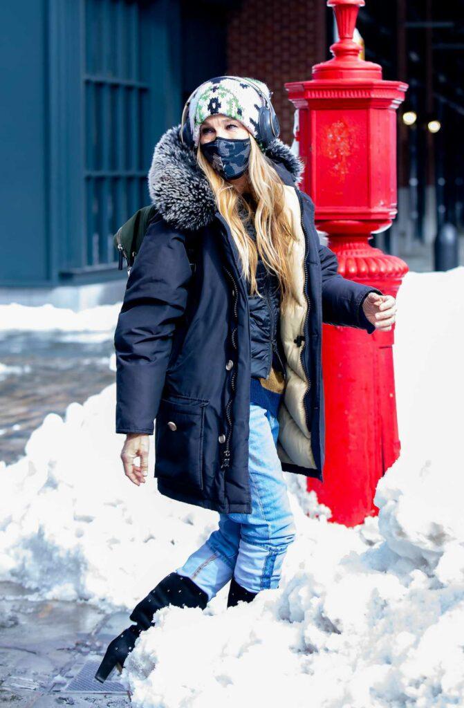 Sarah Jessica Parker in a Black Puffer Jacket