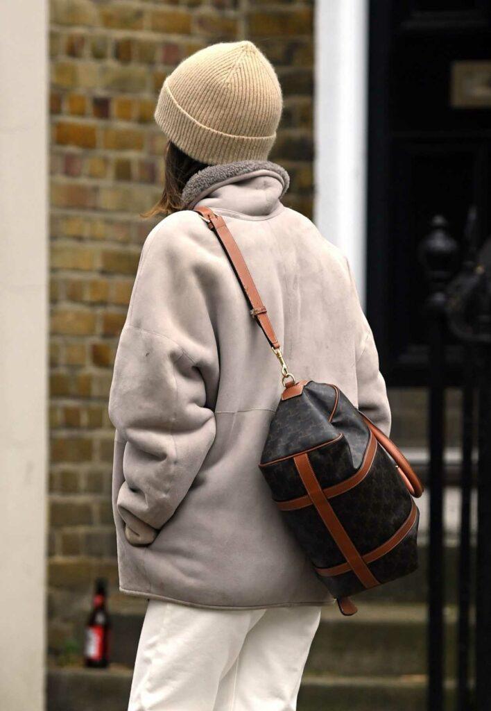 Emilia Clarke in a Beige Beanie Hat