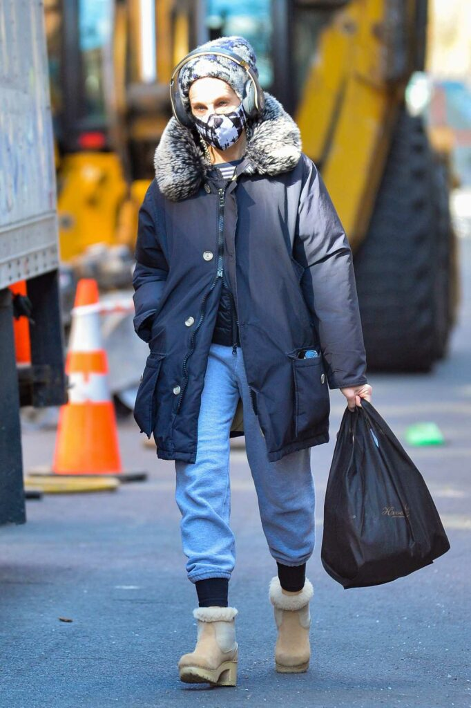Sarah Jessica Parker in a Blue Puffer Jacket