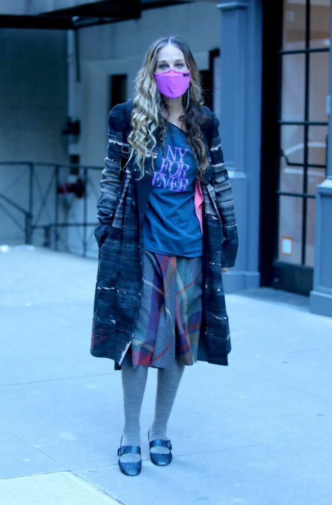 Sarah Jessica Parker in a Lilac Protective Mask
