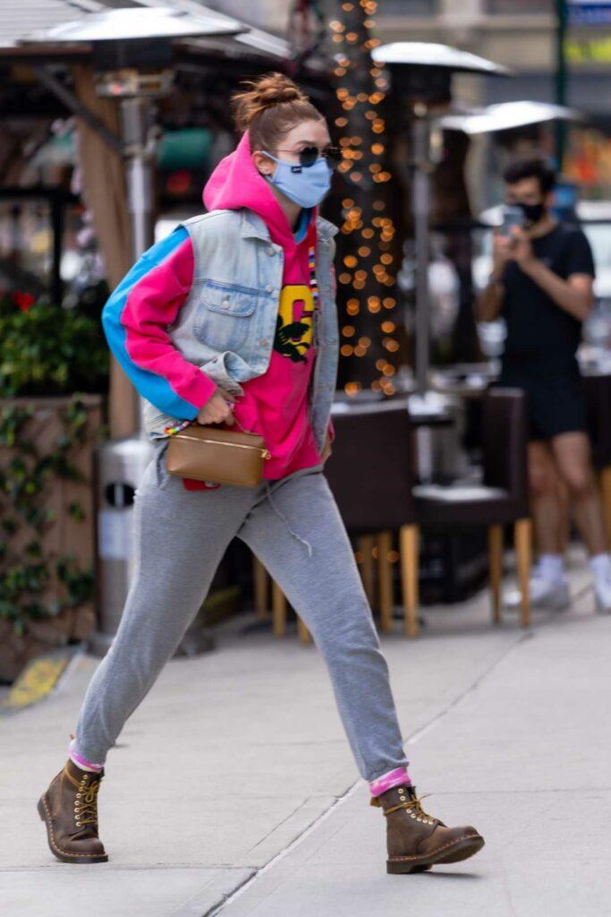 Gigi Hadid in a Grey Sweatpants