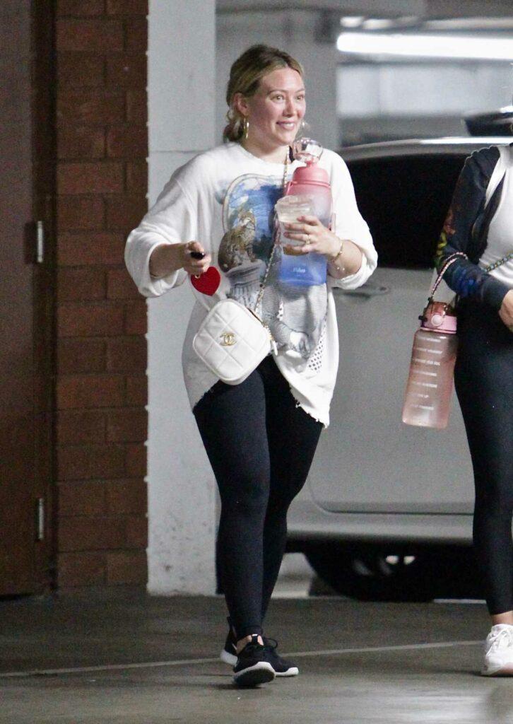 Hilary Duff in a White Sweatshirt