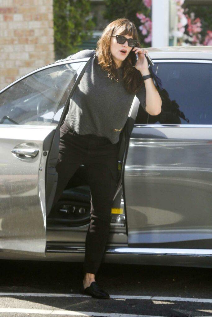 Jennifer Garner in a Grey Sweater