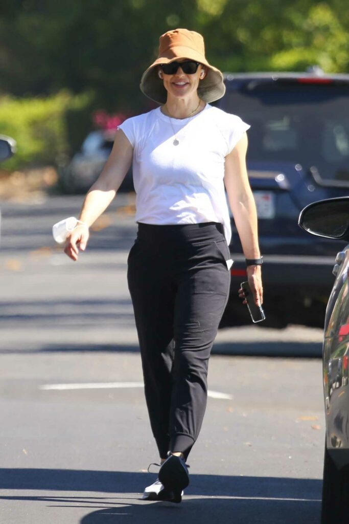 Jennifer Garner in a White Tee