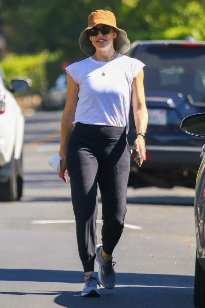 Jennifer Garner in a White Tee