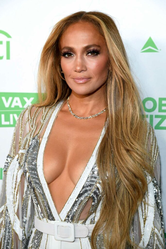 Jennifer Lopez in a White Pants