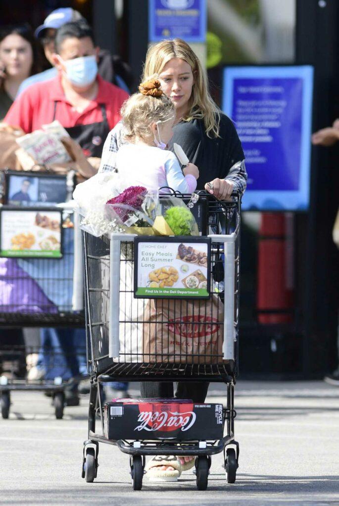 Hilary Duff in a Black Sweatpants