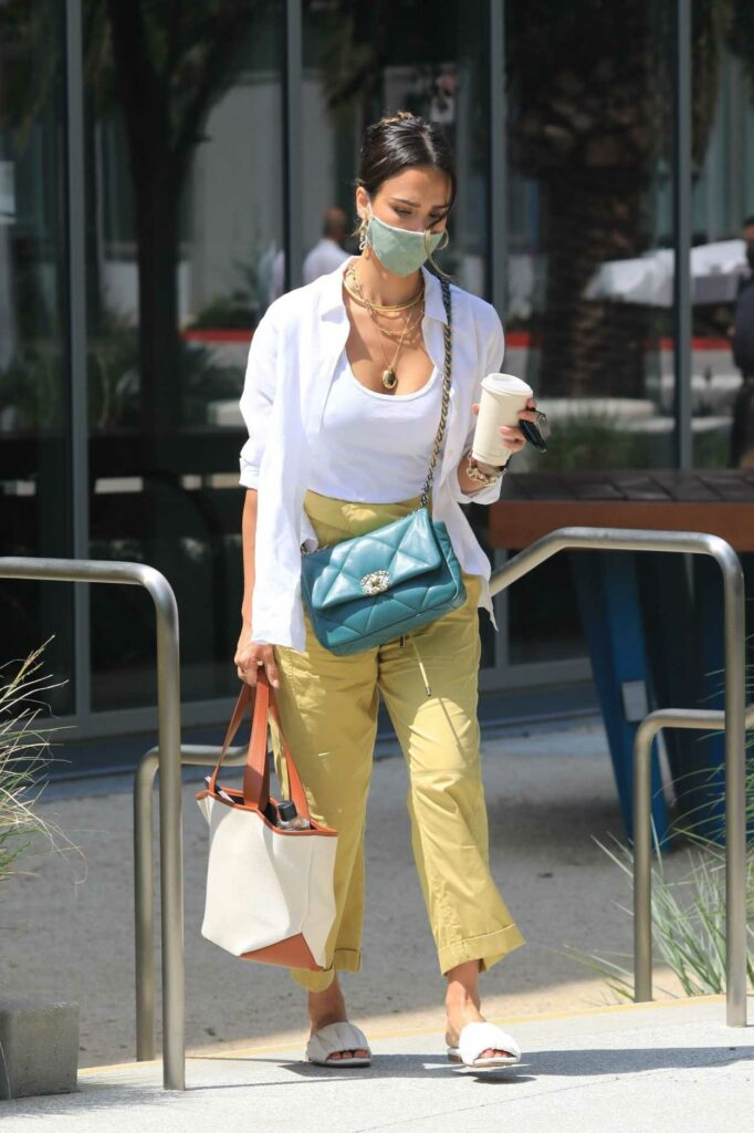 Jessica Alba in a Yellow Pants