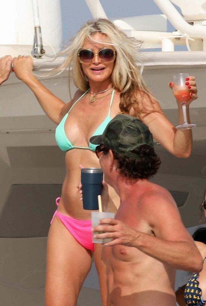 Caprice Bourret in Bikini