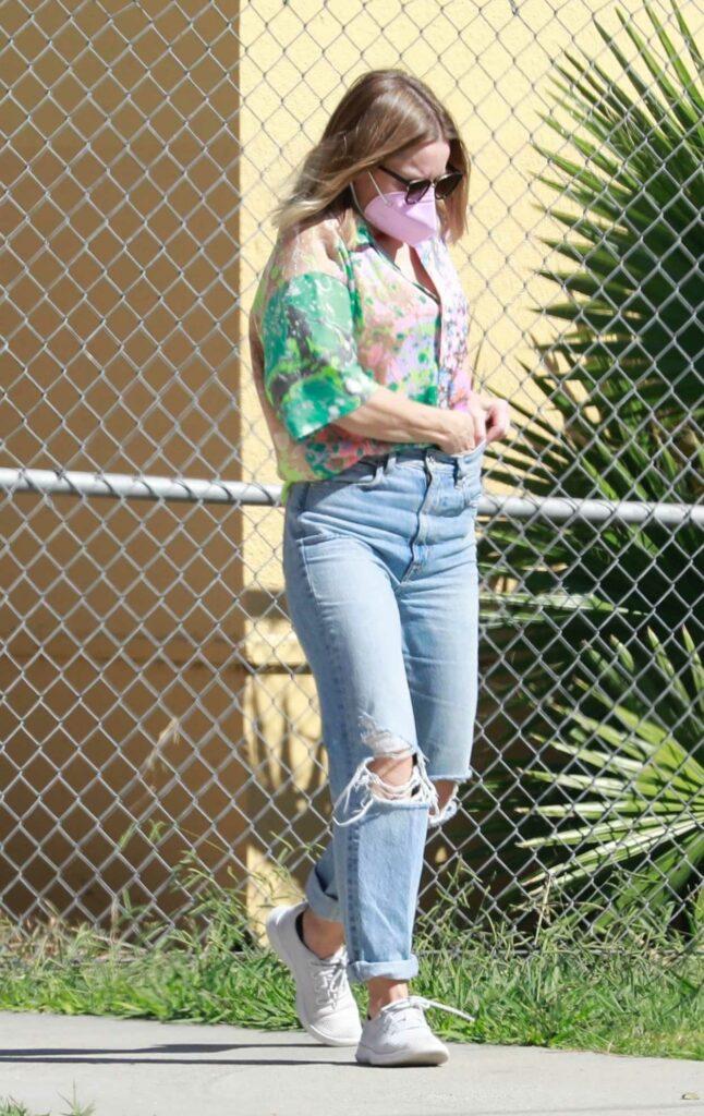 Kristen Bell in a Blue Ripped Jeans