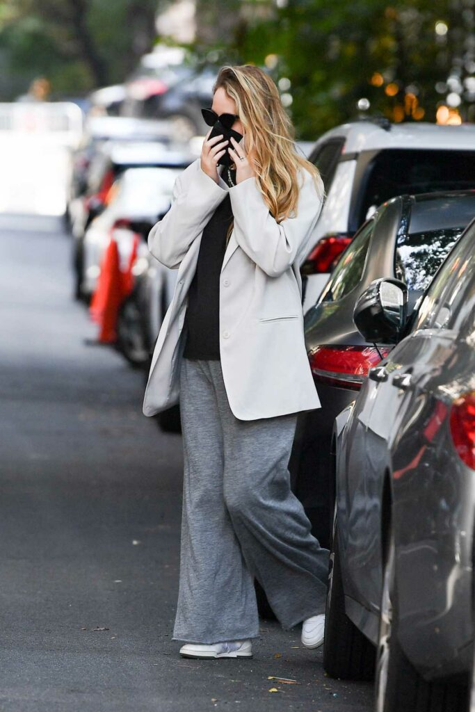 Jennifer Lawrence in a Grey Sweatpants