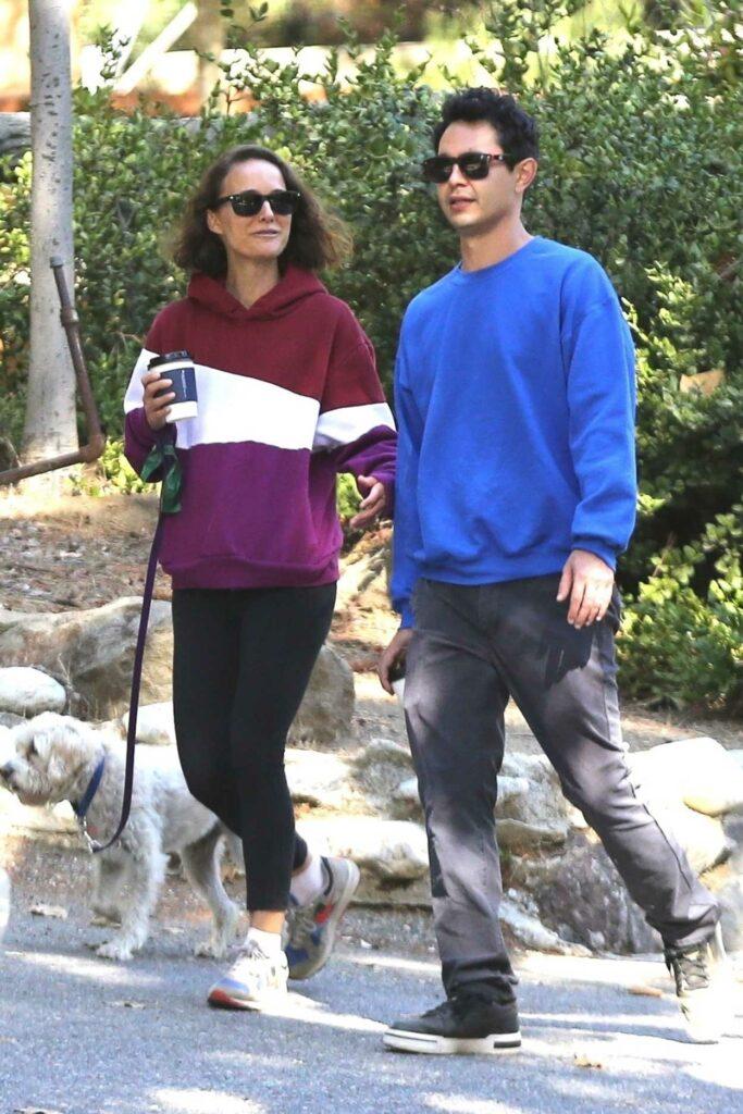 Natalie Portman in a Black Leggings