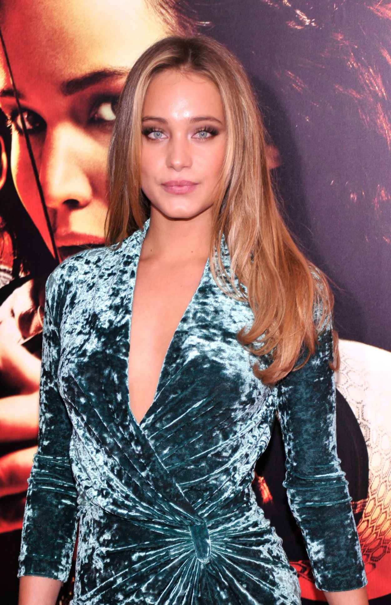 Hannah Davis Brings the Heat to THE HUNGER GAMES: CATCHING FIRE Premiere in New York City-1