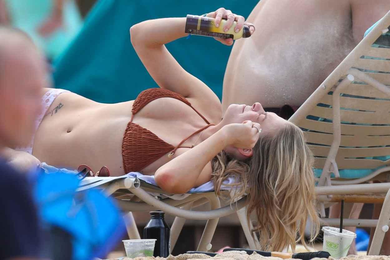 LeAnn Rimes Bikini Candids - Grabs a Bite While Soaking up the Sun - February 2015-3