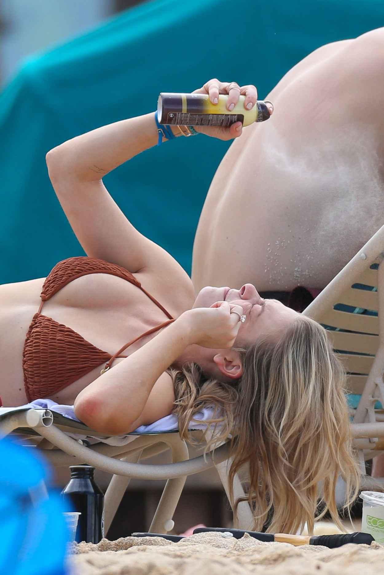 LeAnn Rimes Bikini Candids - Grabs a Bite While Soaking up the Sun - February 2015-5