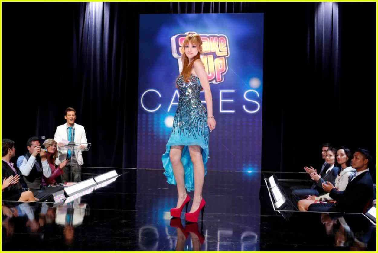 Bella Thorne & Zendaya Coleman - Shake it Up Finale Photos-1
