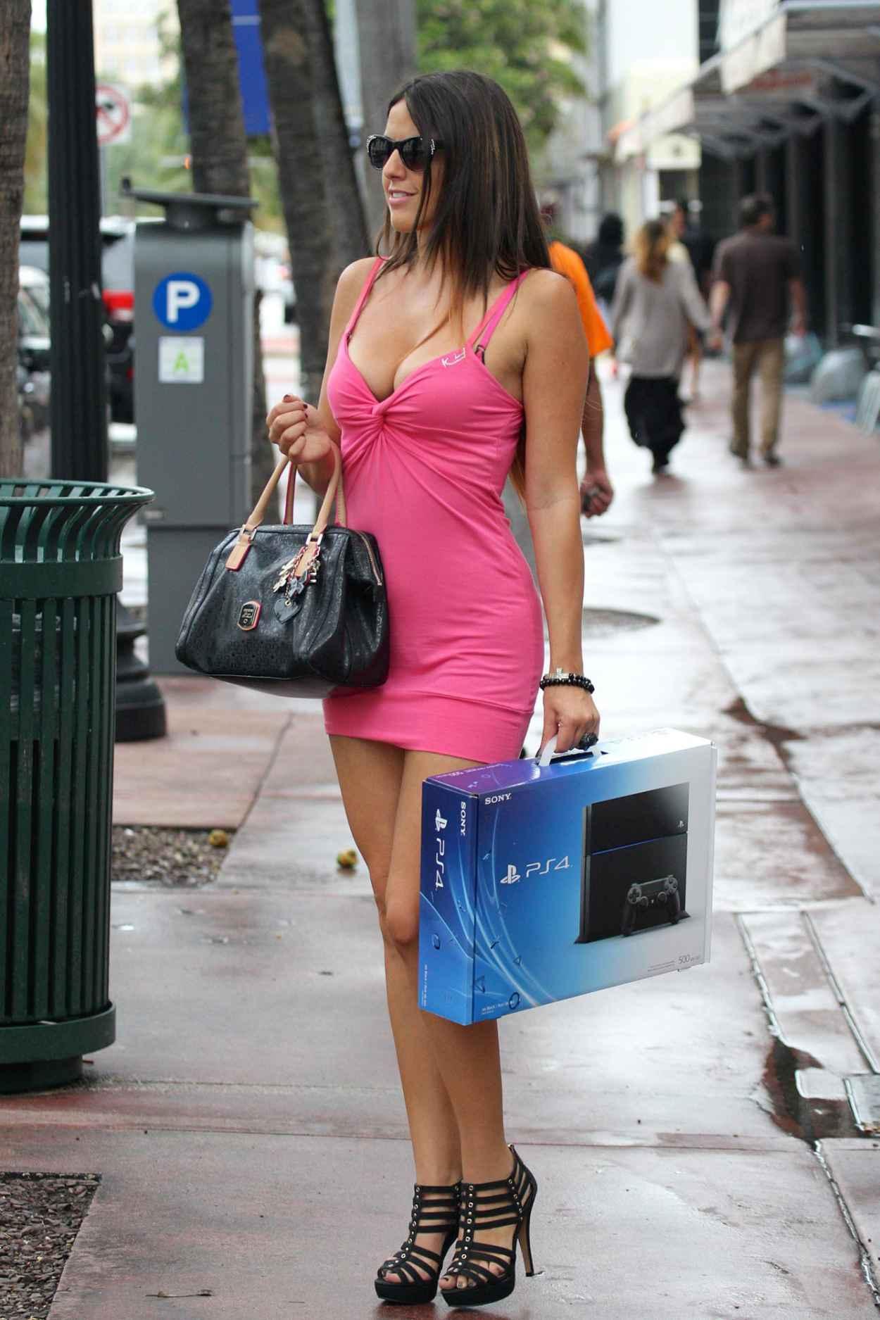 Claudia Romani Street Style - Shopping in Miami - November 2015-1