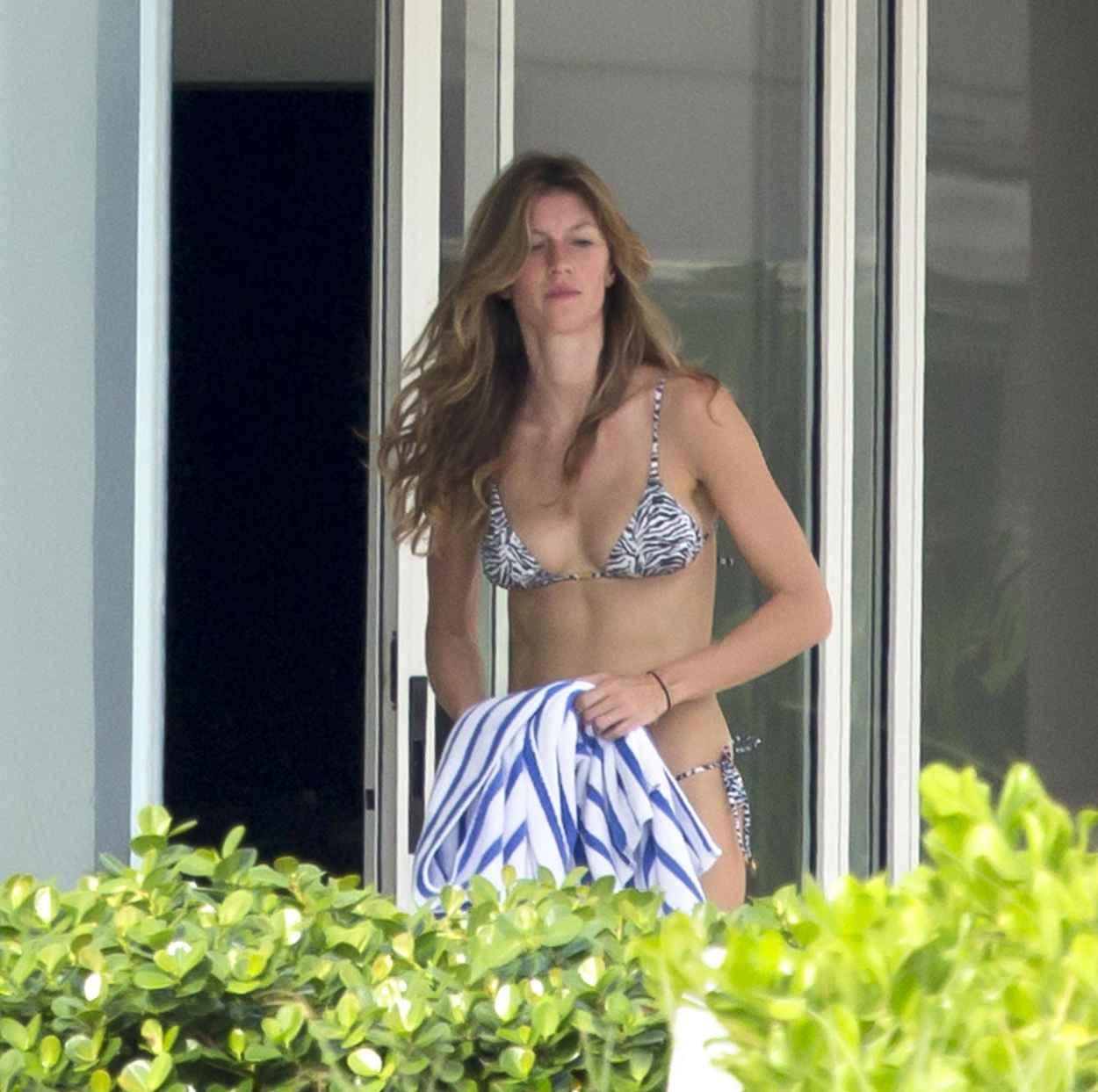 Gisele Bundchen in a Bikini - Beach in Miami - December 2015-1