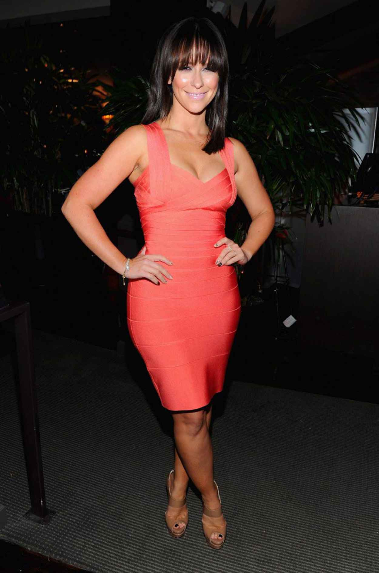 Jennifer Love Hewitt in Red Dress - Animated Gif-1