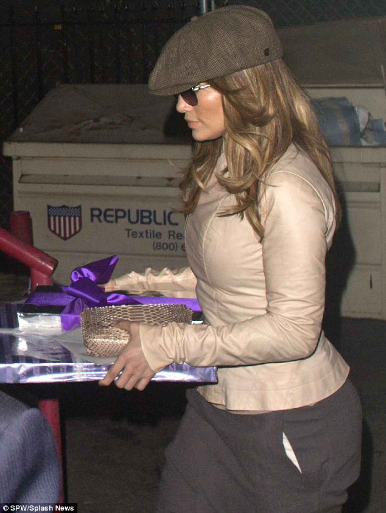 Jennifer Lopez Street Style - Out for Dinner at Craigs in West Hollywood - Dec. 2015-1