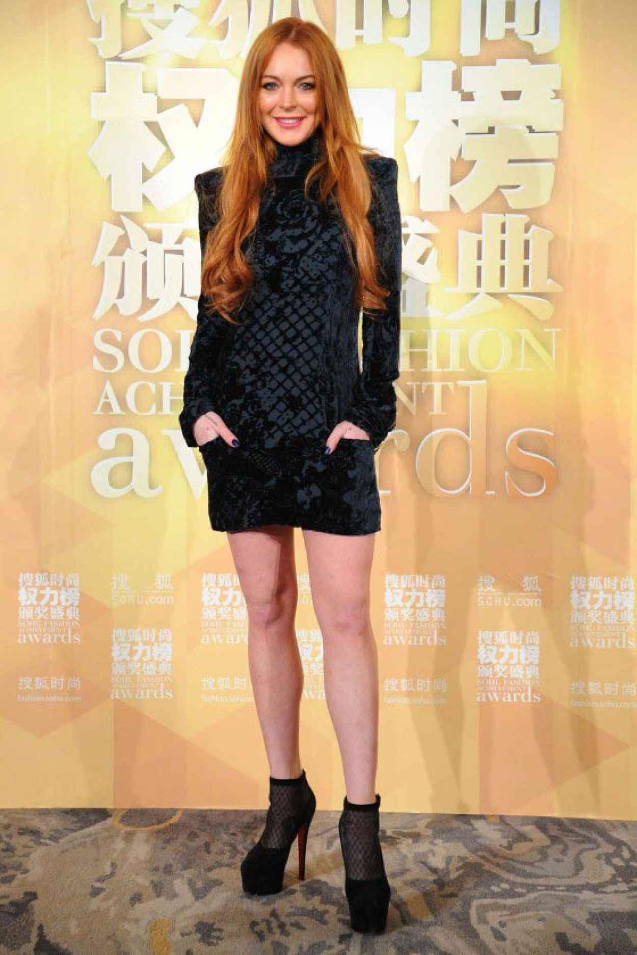 Lindsay Lohan Leggy at Sohu Fashion Awards-1