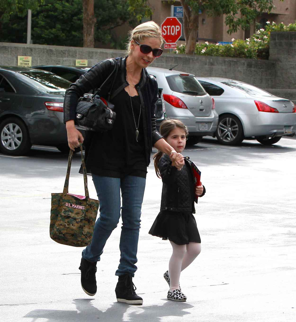 Sarah Michelle Gellar Street Style - Takes Charlotte to a Ballet Class-1