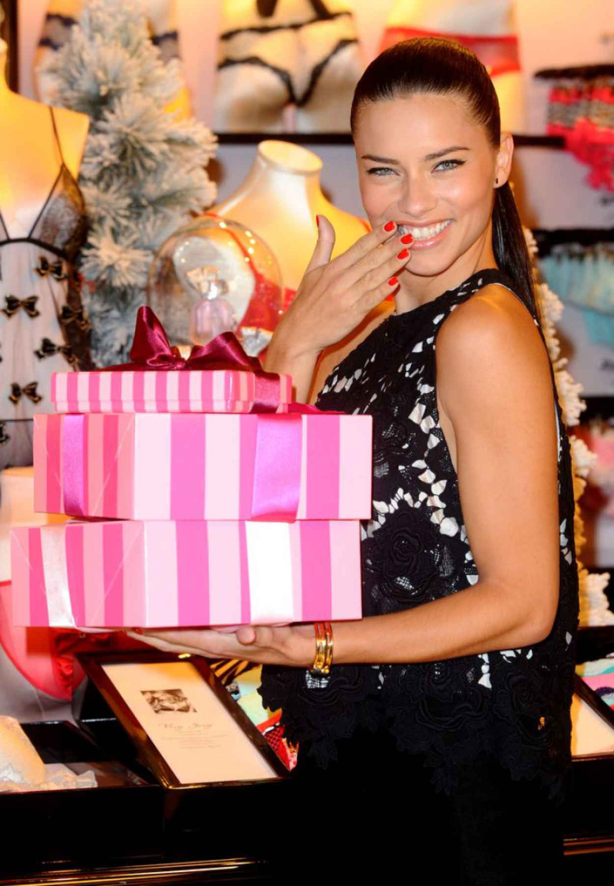 Adriana Lima at Victorias Secret UK Photocall in London (+52 Photos) - December 2015-1