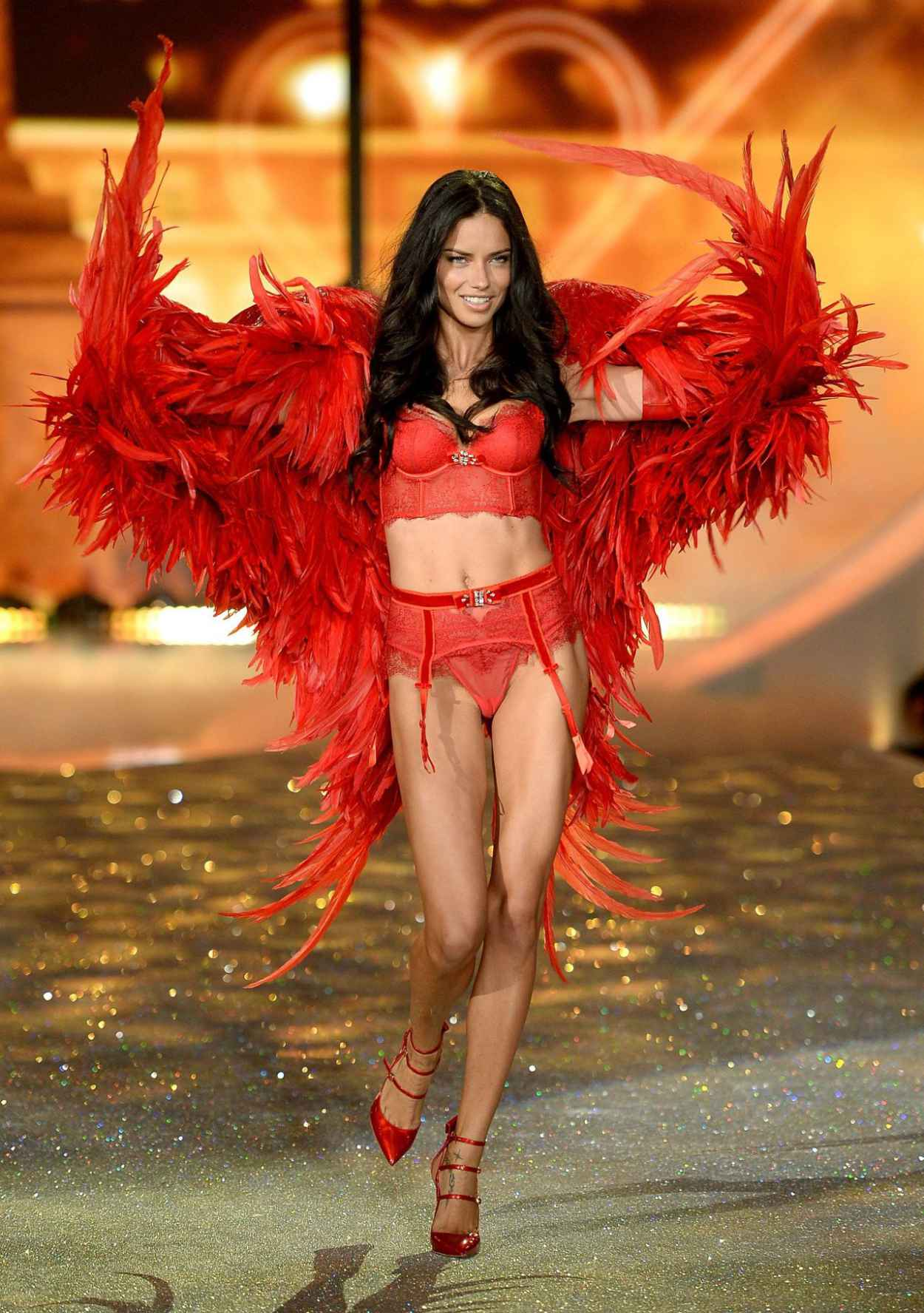 Adriana Lima - Victorias Secret Fashion Show 2015 - Runway - New York City-1
