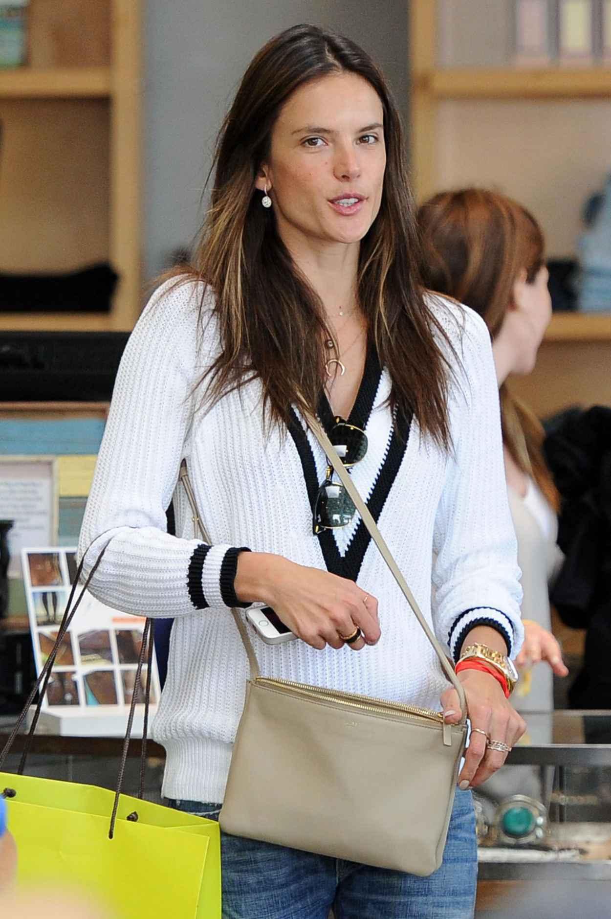 Alessandra Ambrosio Casual Style - Blue Planet Store in Santa Monica-1