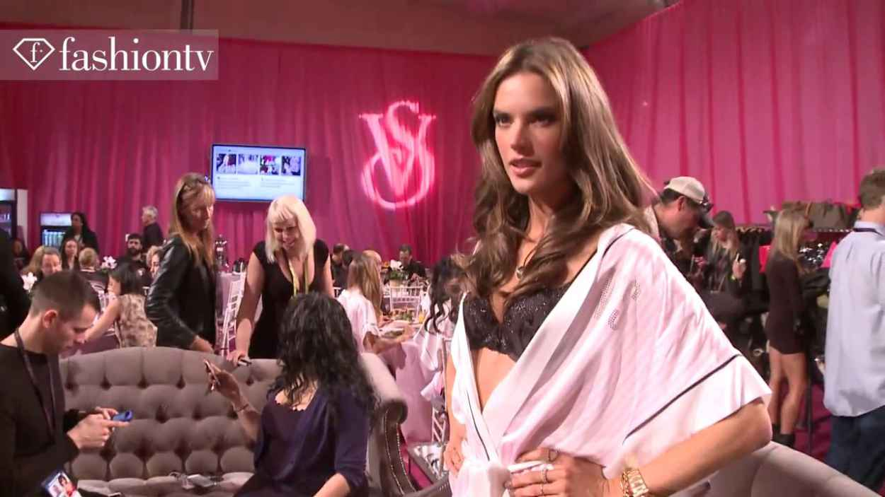 Alessandra Ambrosio, Lindsey Ellingson and Constance Jablonski - Victorias Secret Fashion Show 2015 2015 Backstage Caps and GIF-1