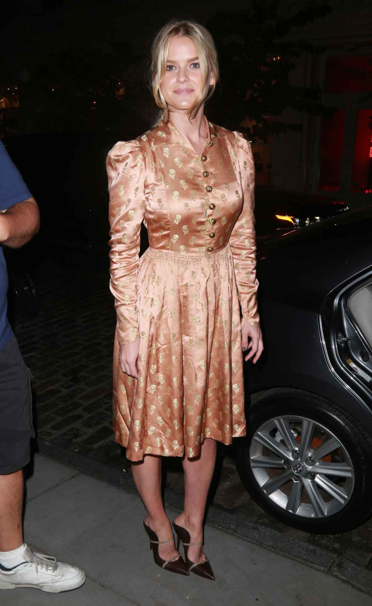Alice Eve - Leaving Apple Store in NYC After Promoting Her New Movie Dirty Weekend-5