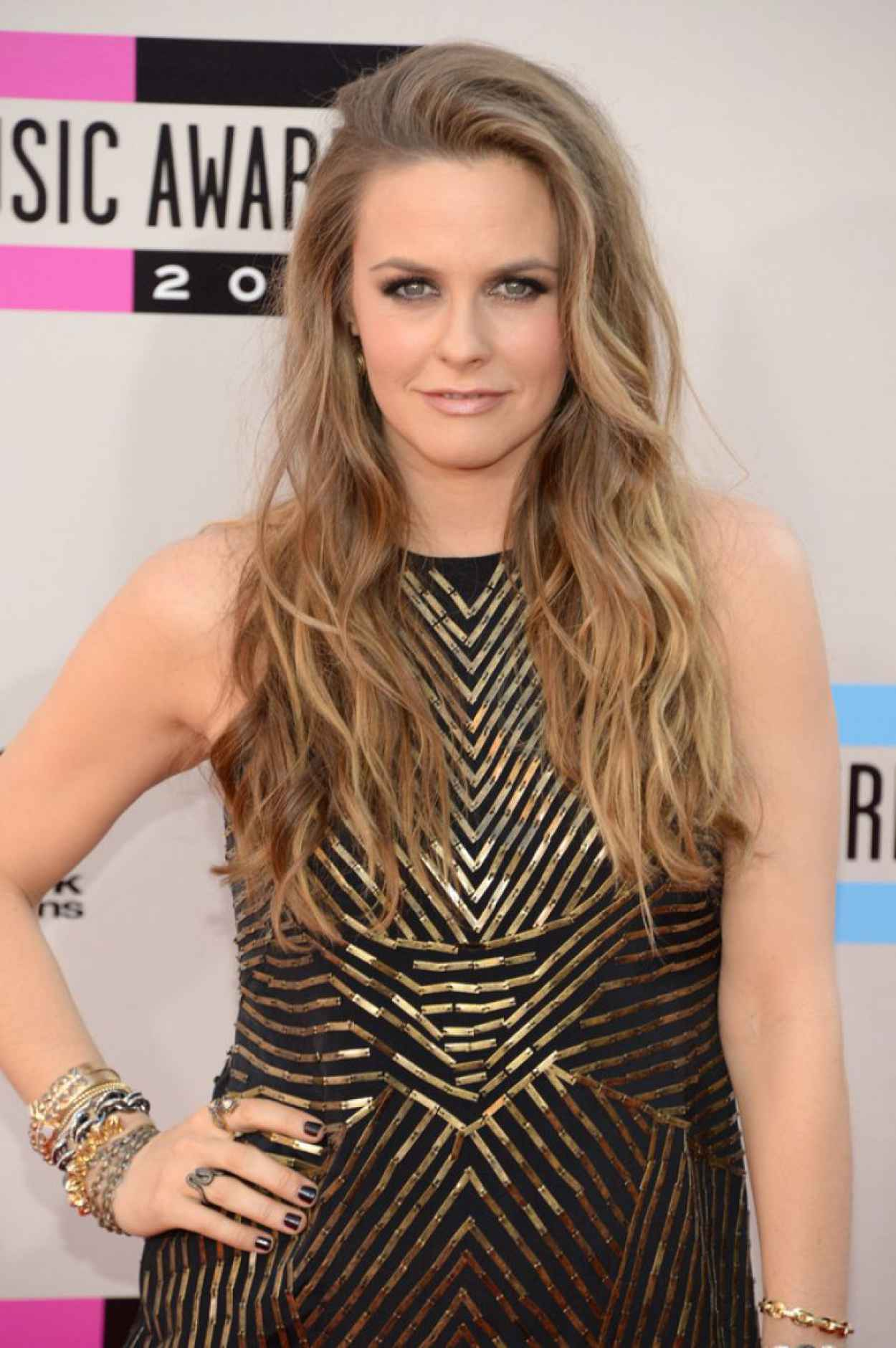 Alicia Silverstone Attends 2015 American Music Awards-1
