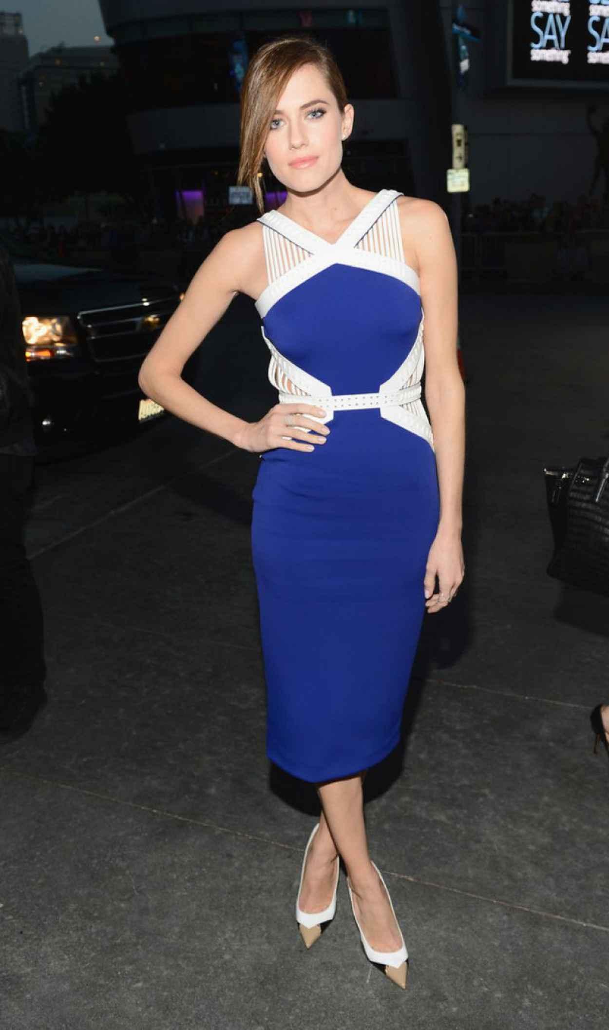 Allison Williams In David Koma - 2015 People-s Choice Awards-1