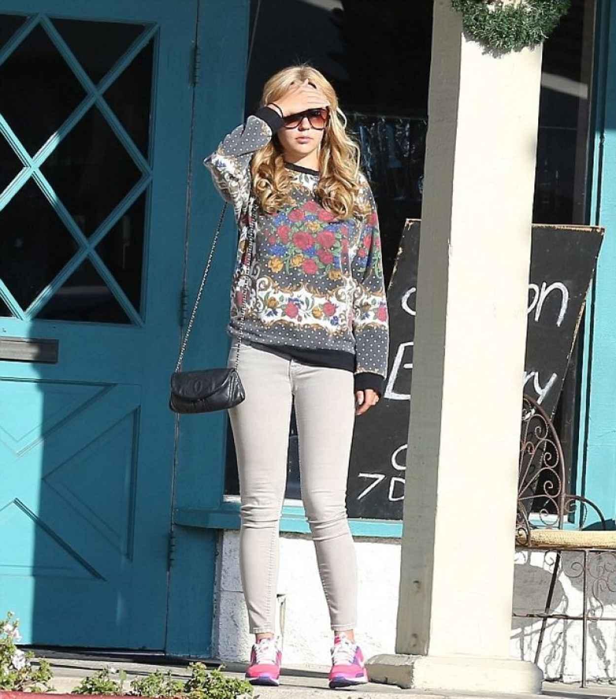 Amanda Bynes Street Style - Shopping in Los Angeles - Dec. 2015-1