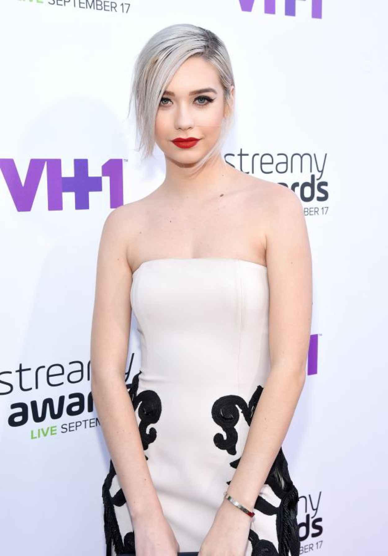 Amanda Steele - 2015 Streamy Awards in Los Angeles-1