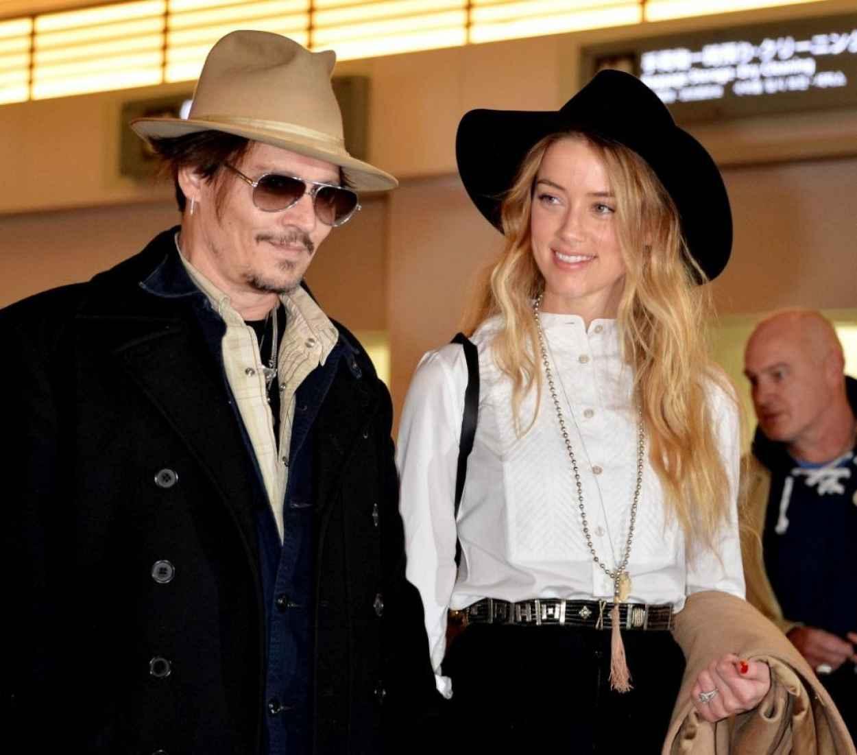 Amber Heard and Johnny Depp at Tokyo International Airport, January 2015-1