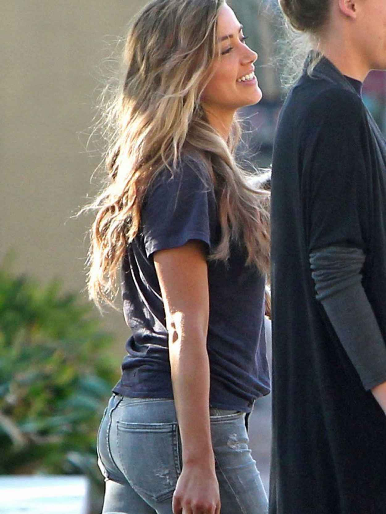 Amber Heard Booty in Jeans - Out in Savannah, October 2015-1