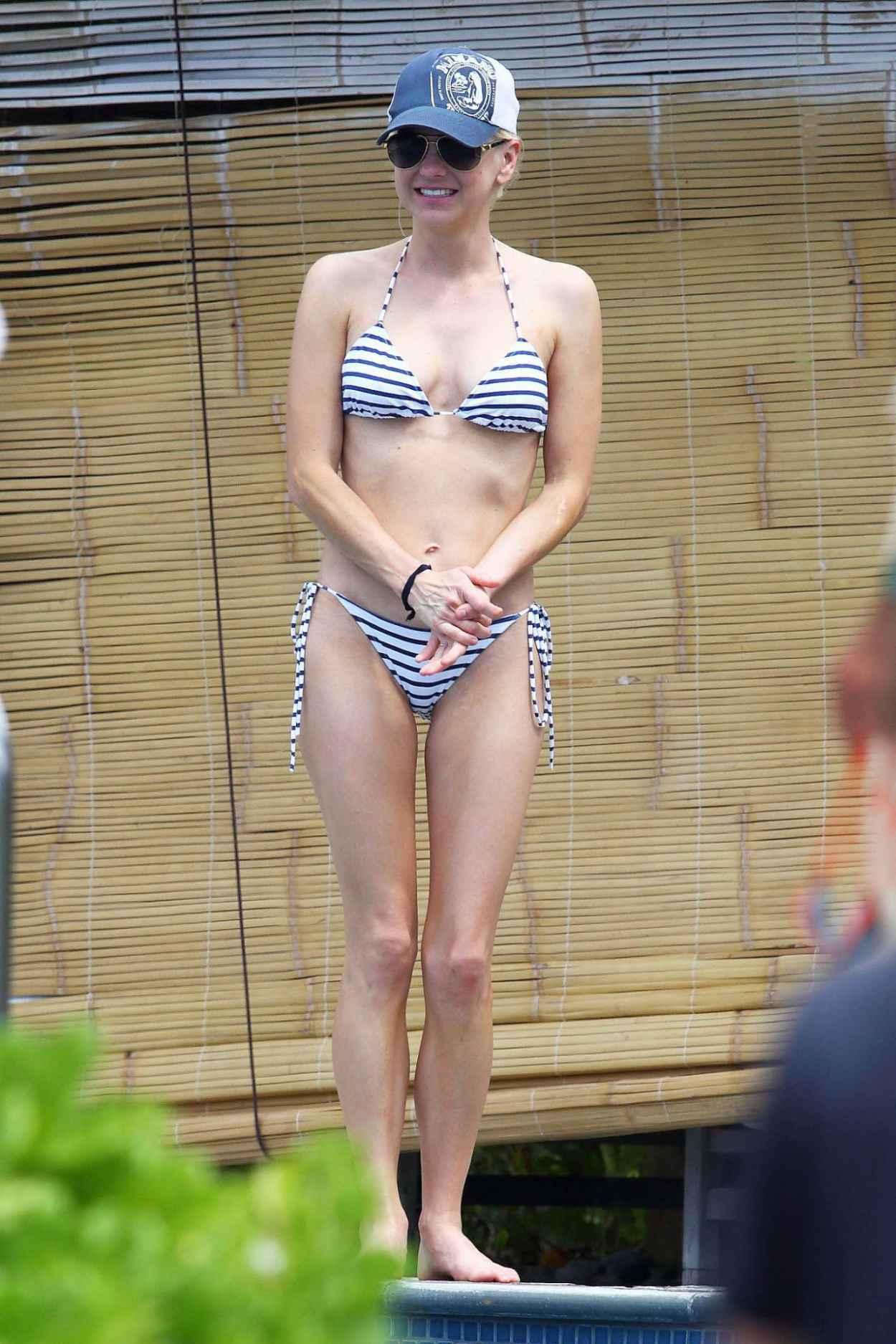 Anna Faris - Wearing a Bikini on Vacation in Hawaii, April 2015-4