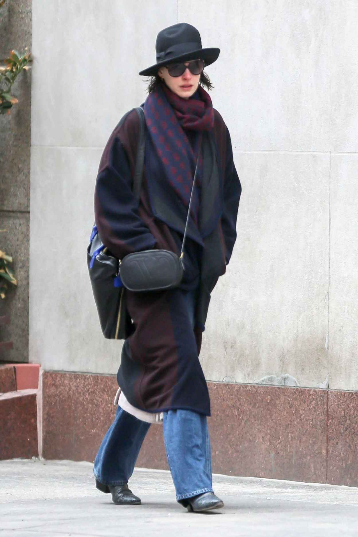 anne hathaway casual style � out in new york city april