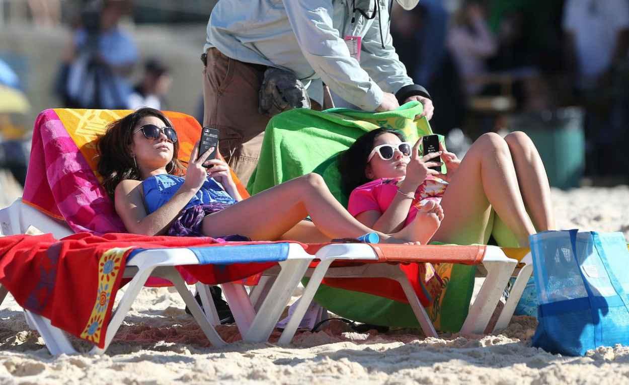 Ariel Winter and Sarah Hyland - Bondi Beach in Australia, February 2015-1
