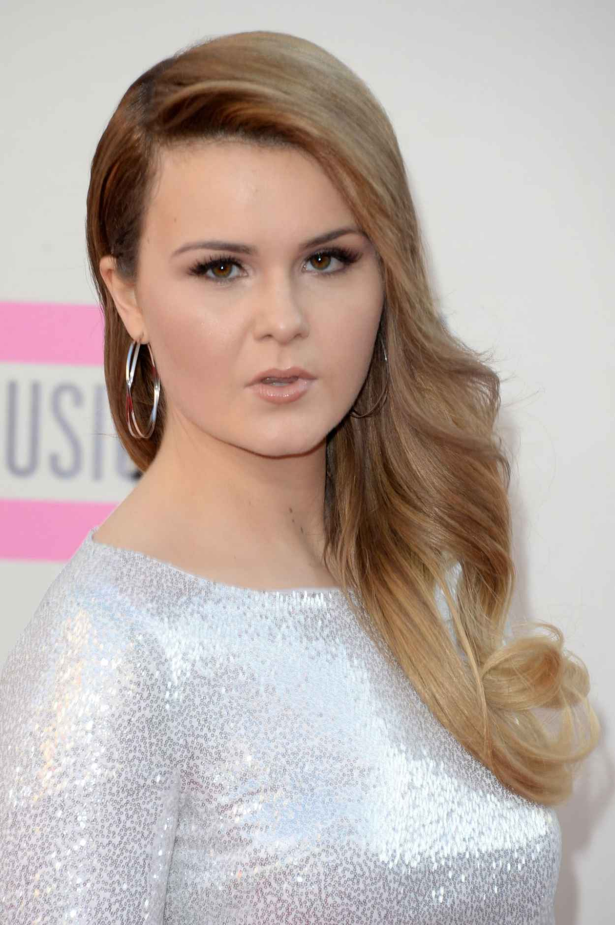 Ashley Keating Red Carpet Photos - 2015 American Music Awards - Los Angeles November 2015-1