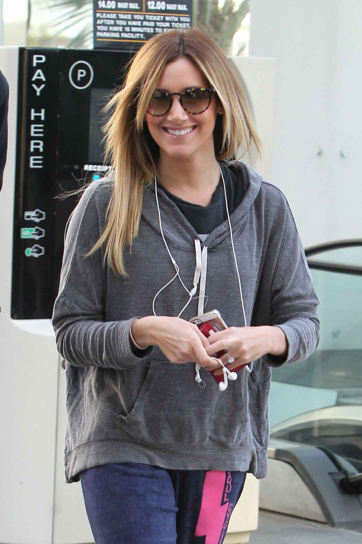 Ashley Tisdale Gym Style - Head into an Equinox Gym - Los Angeles - January 2015-1